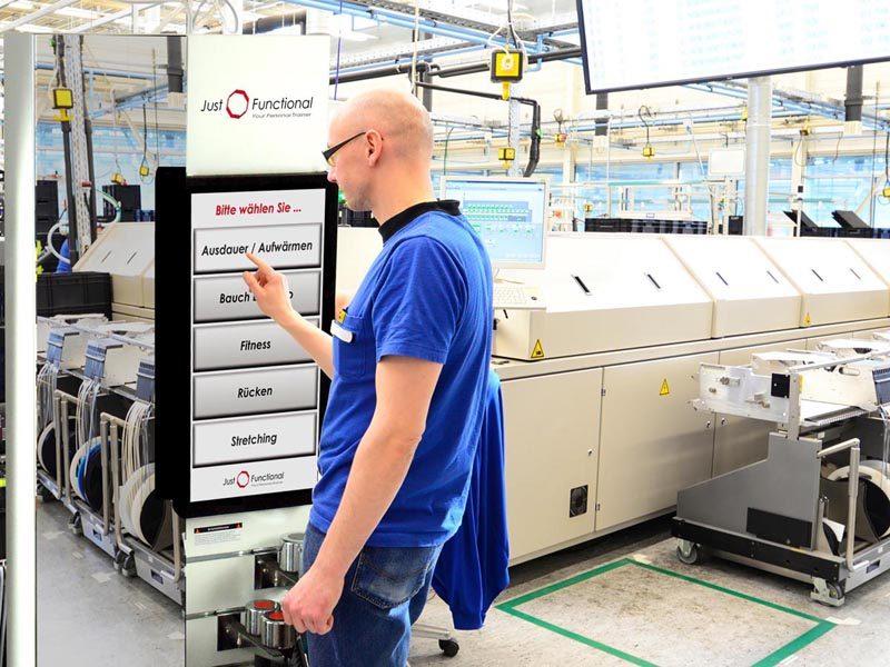 Gesundheitsförderung direkt am Arbeitsplatz in der Produktion mit Just Functional